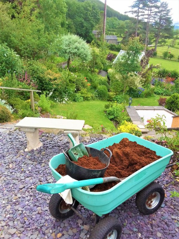 5kg block of coir cocopeat made into 70 litres of peat free compost